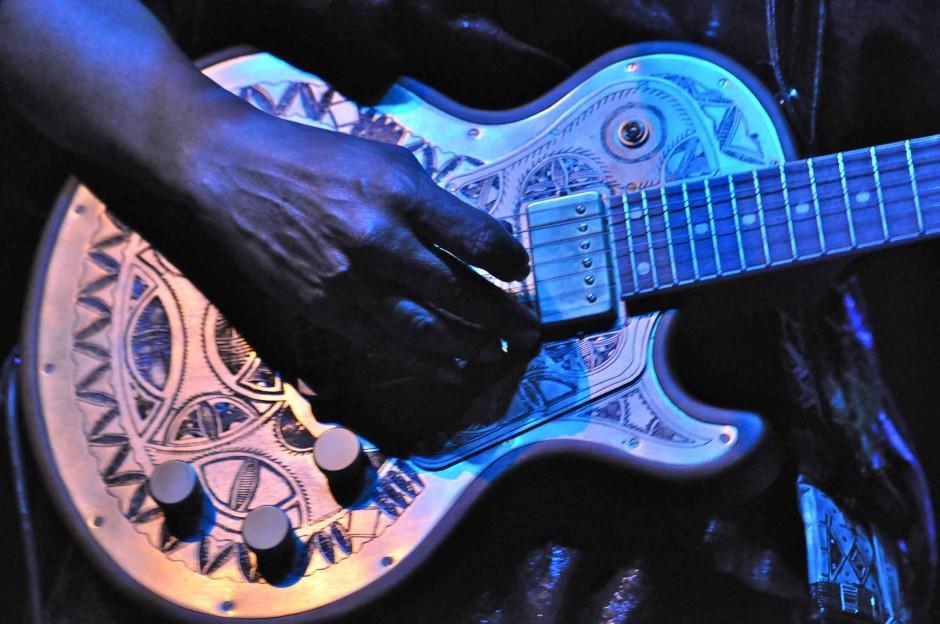 Tinariwen_guitar